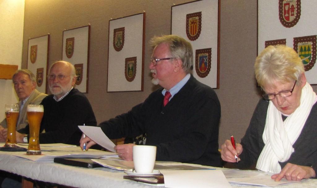 Lothar Brecht, Vorsitzender des Sportrings (3.v.li.), appelliert an die Vereine, dem Sportfördervertrag mit der Stadt zuzustimmen.