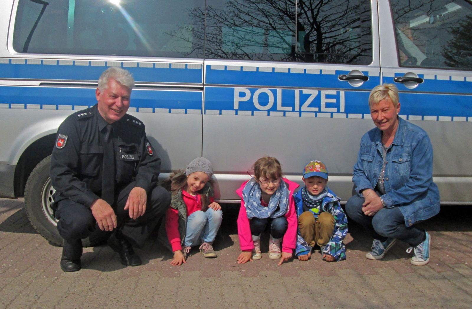 Baschelino-Kids besuchen Polizei 01