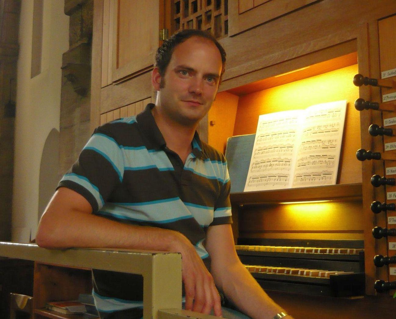 Christian Meyer a.d. Orgel-1