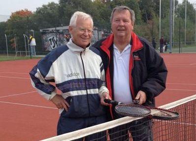 Abschied vom Tennissport. Dieter Papke und Eitel-H.Neumann hängen den Tennisschläger an den Nagel