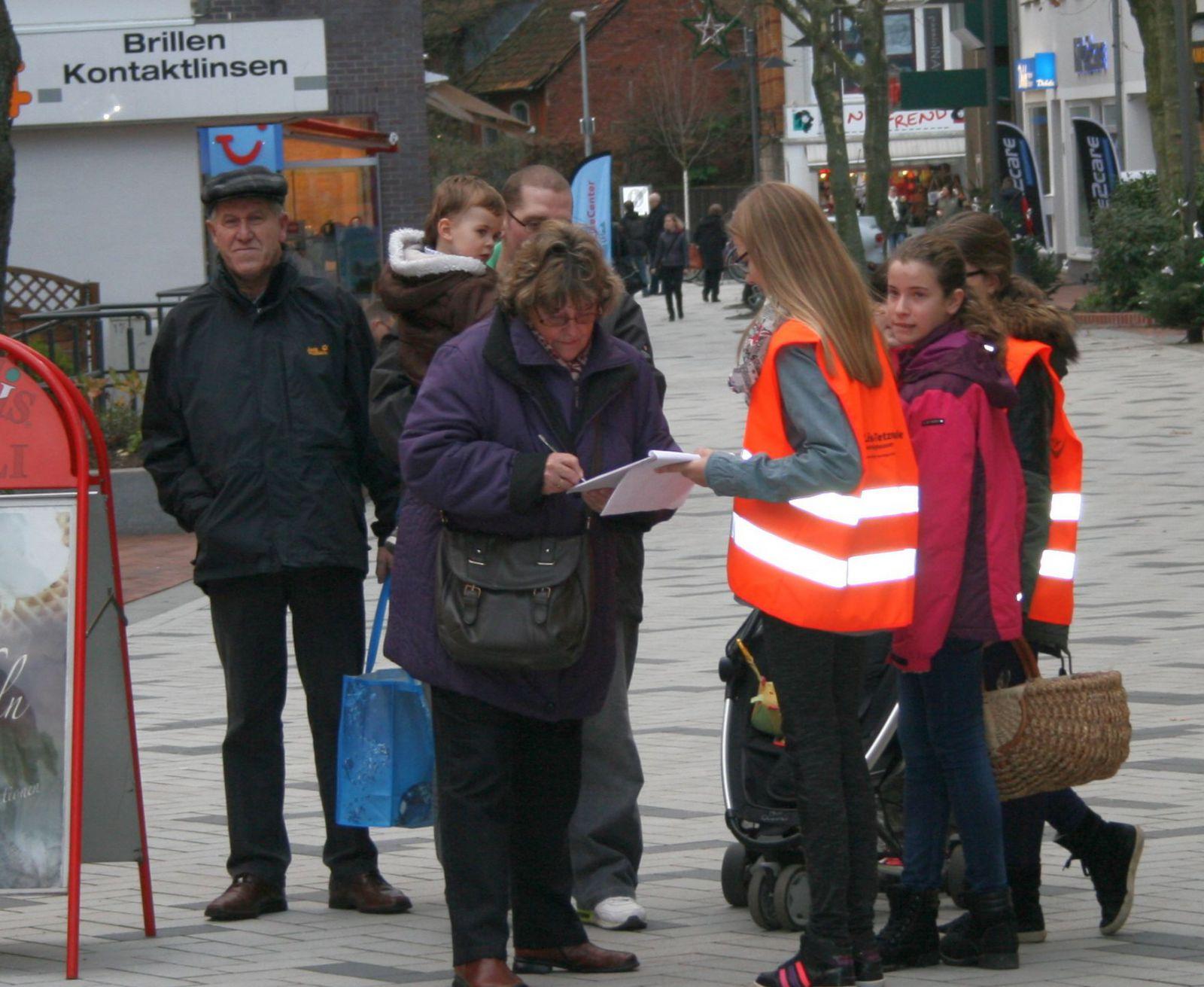 Schüler sammeln Unterschriften