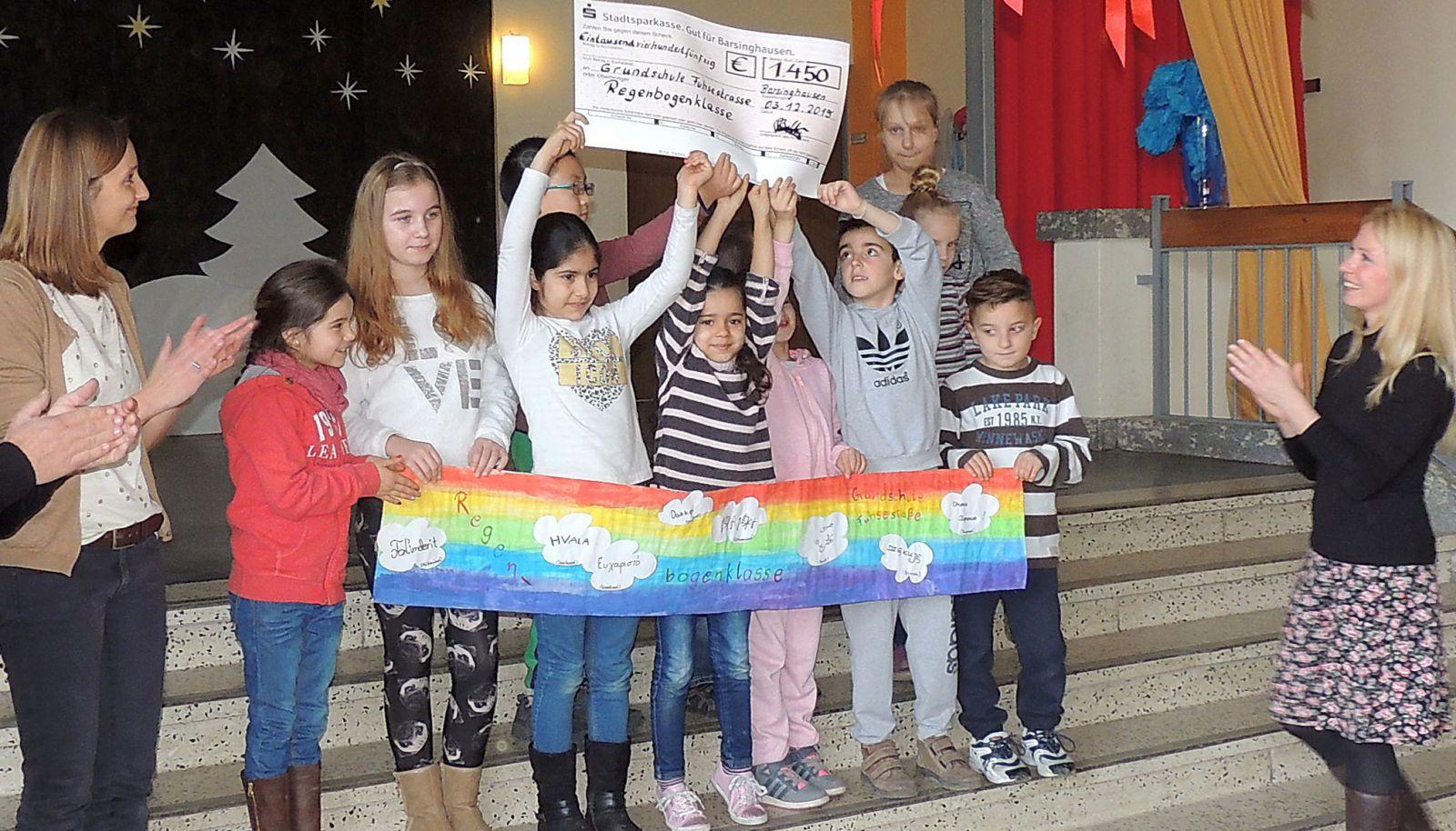 Spendenübergabe Fuhsestraße Rock for Refugees Bild 2