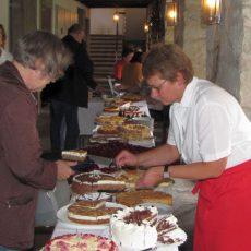 """Stadtfest: Einnahmen im """"Café im Kloster"""" kommen der Flüchtlingsbetreuung der Kirchengemeinden zugute"""