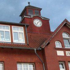 Droht dem Geläut der Turmuhr an der Ernst-Reuter-Schule das endgültige Aus?