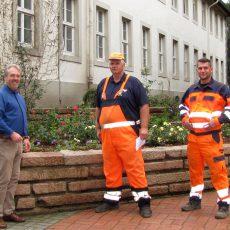 Baubetriebshof sorgt für blühende Landschaften am Rathaus