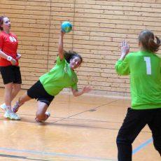 Trotz Auftaktniederlage haben die HVB-Damen Spaß am Handballspiel