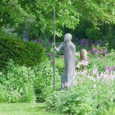 Bronzeskulpturen zieren den Garten