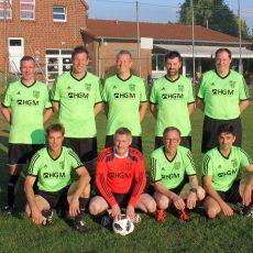 Ü40-Fußballer des VSV Hohenbostel freuen sich über Aufstieg und Meisterschaft