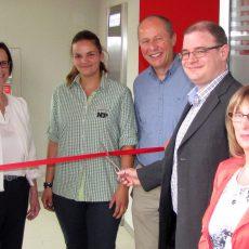 Goltern feiert die Eröffnung der neuen SB-Filiale der Stadtsparkasse und fünf Jahre NP-Markt