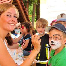 Kita Baschelino feiert zehnjähriges Bestehen mit einem heiteren Sommerfest