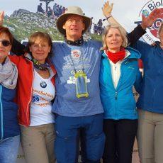 """Wandernde Naturfreunde meistern die """"Hiking to the Limit-Trophy"""" im Sauerland"""