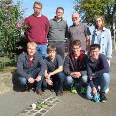 Jusos erinnern mit der Säuberung von Stolpersteinen an die Opfer des Nationalsozialismus