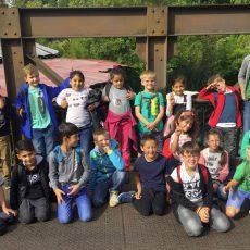 Zweitklässler der Adolf-Grimme-Schule genießen dank der Unterstützung der Stadtsparkasse einen aufregenden Zoo-Besuch