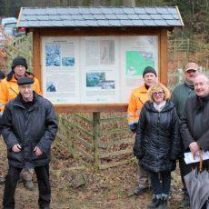 Neue Kohlepfadtafel erinnert an die alte Schleifbachhütte