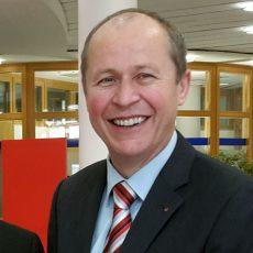 Reinhard Meyer bleibt bis 2025 Stadtsparkassendirektor