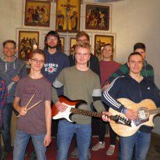 Projektgottesdienst in der Klosterkirche mit Jugendband und Minikonzert