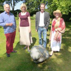 Im Garten-Paradies finden Literatur und Kunst zueinander