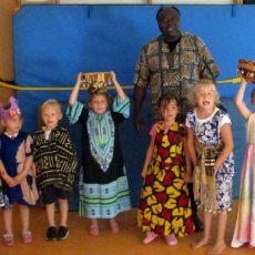 Kindergarten Großgoltern feiert ein buntes Sommerfest mit afrikanischen Trommeln