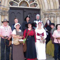"""""""Die Zeitreisenden"""" entführen mit historischen Kostümen in den Dreißigjährigen Krieg"""