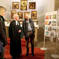 """Fotoausstellung """"Das hässliche Erntlein"""" zieht in der Klosterkirche die Blicke auf sich"""