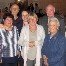AWO-Mitglieder feiern mit den Helfern der Tafel und mit Gospelchor
