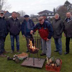 130 Besucher genießen das knisternde Adventsfeuer der Siedlergemeinschaft