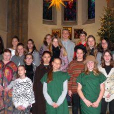 43 Kinder proben für das Weihnachtsspiel in der Klosterkirche