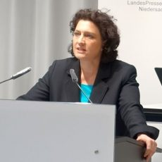 Gesundheitsministerin Reimann: Vollständige Abschaffung der Beschränkungen wäre schwerer Fehler
