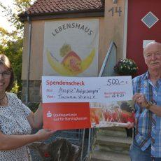 """Zum Geburtstag überreicht der Tourismusverein eine Geldspende an """"Aufgefangen"""""""