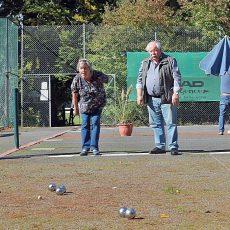 """Seniorenrat geht beim Tennisverein auf """"Schweinchenjagd"""""""
