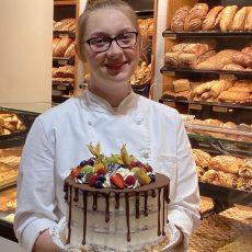 Milena Mordfeld von der Bäckerei Hünerberg ist Landessiegerin beim Bundesentscheid des Deutschen Konditorenhandwerks