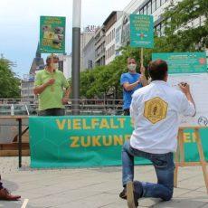 Über 160.000 Menschen haben sich mit ihrer Unterschrift für mehr Artenschutz in Niedersachsen eingesetzt