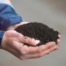 Frühling zum Mitnehmen: aha verschenkt säckeweise Kompost