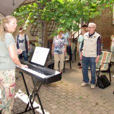 Männer- und Frauenchor lädt zur Hauptversammlung in den Garten des Vereinslokals ein