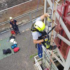 Fachgruppe Absturzsicherung der Feuerwehr trainiert nach langer Pause wieder