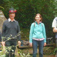 """Quartett """"LiLy"""" begeistert Teilnehmer auf poetischer Waldwanderung"""