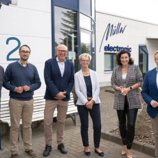 Digital-Staatsministerin Dorothee Bär und Tilman Kuban besuchen Firmen am Deister