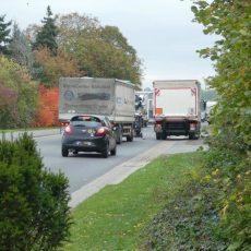 Unfall mit zwei Lkw auf der B65: Fahrer durch Scherben im Gesicht verletzt
