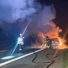 Fahrzeug brennt lichterloh: Autobahn kurzzeitig gesperrt